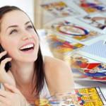 Jeune fille en communication spirituelle téléphonique